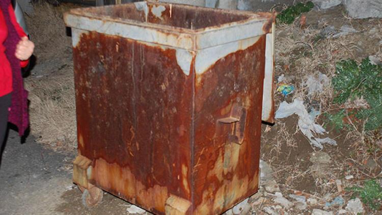 Evde doğum yapan 14 yaşındaki kız çocuğu, bebeğini çöp konteynerine attı