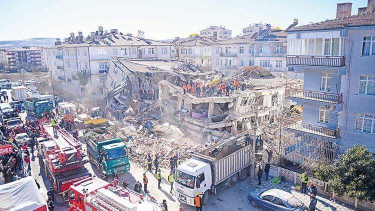 Elazığ'a bilimsel rapor: Hasarın nedeni 'yapışık bina etkisi'