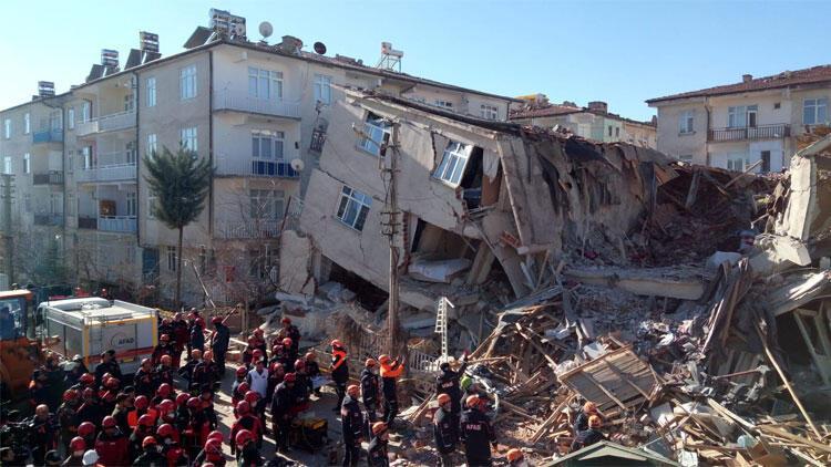 AFAD: Elazığ ve Malatya'ya 96 milyon 173 bin 557 lira toplandı