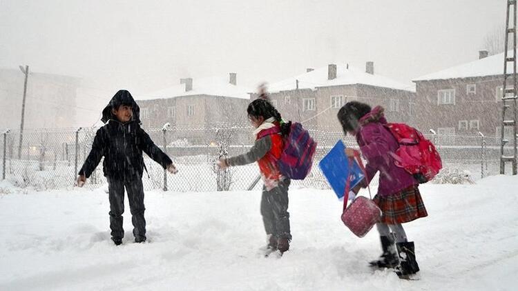 Düzce'de okullara kar tatili