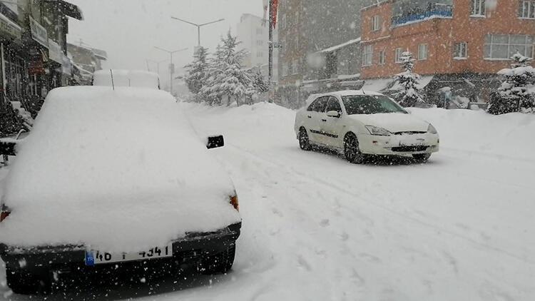 Bitlis'in Ahlat ilçesinde okullara kar tatili