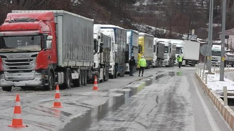 Tokat - Sivas karayolu ağır tonajlı araçların geçişine kapatıldı