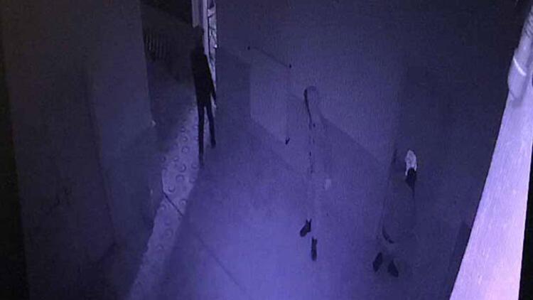 Kumbara hırsızları kamerada!