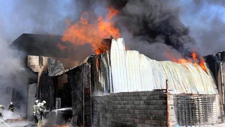 Gaziantep'te 3 atölye yandı