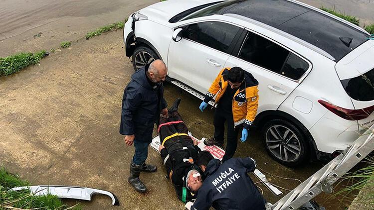 Dereye düşen otomobil sürücüsü yaralandı