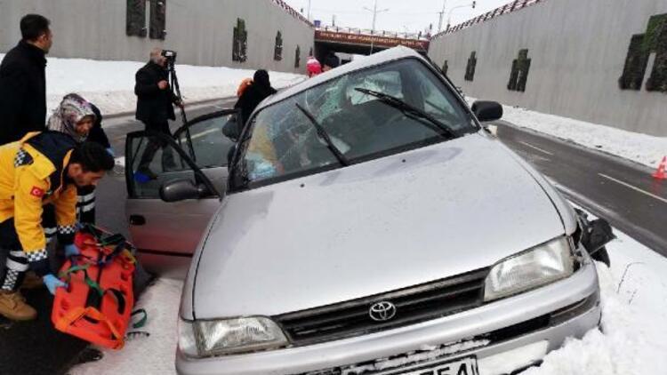 Erciş'te kaza: Aynı aileden 5 kişi yaralı