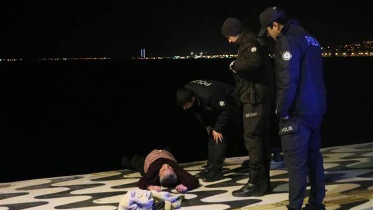 İzmir'de denize düşen bir kişiyi polis kurtardı