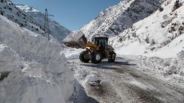 Van'da 343 yerleşim biriminin yolu ulaşıma kapandı