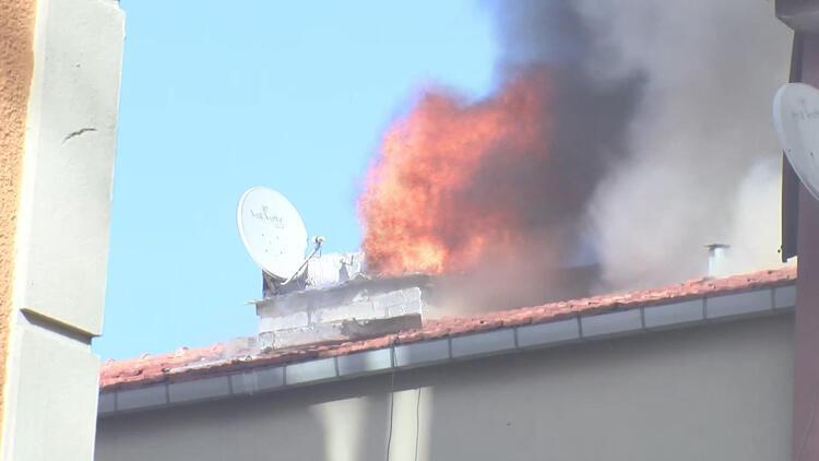 Şişli'de binanın çatısı alev alev yandı