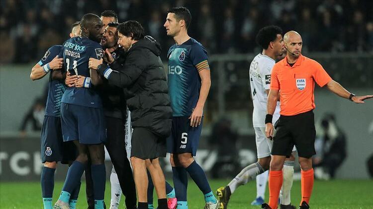Futbol dünyası ırkçılığa maruz kalan Marega'ya destek gösterdi