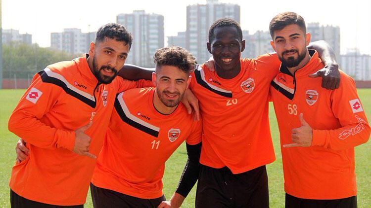 Adanasporlu futbolcular ligde kalacaklarına inanıyor