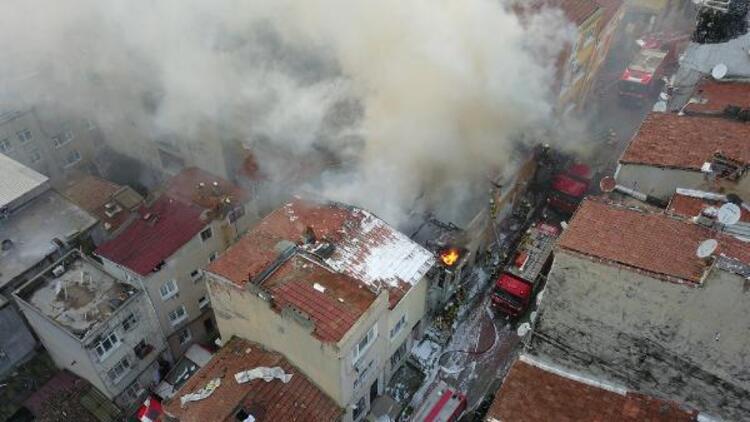 Şişli'de ahşap binada yangın: Alevler 2 binaya daha sıçradı