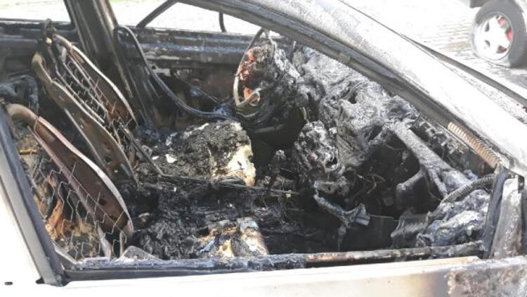 Fatih'te kundaklanan araçlardaki hasar gündüz ortaya çıktı