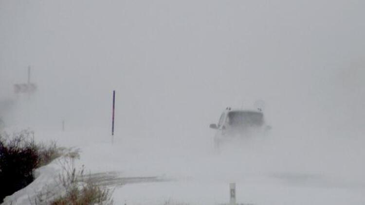 Ardahan'da kar ve tipi ulaşımı aksattı