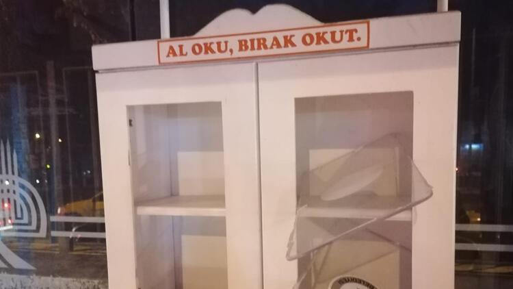 Edirne'de tepki çeke olay! Minibüs duraklarındaki kitaplıklara zarar verildi