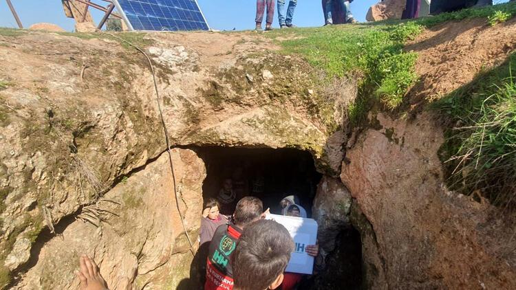 İdlib'de çatışmalardan kaçanlar, mağaralara sığınıyor