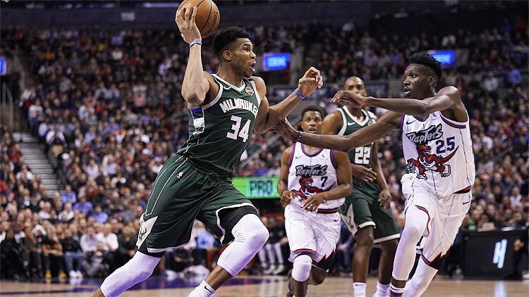 NBA'de gecenin sonuçları | Milwaukee Bucks, Toronto Raptors'ı ikinci yarıda avladı