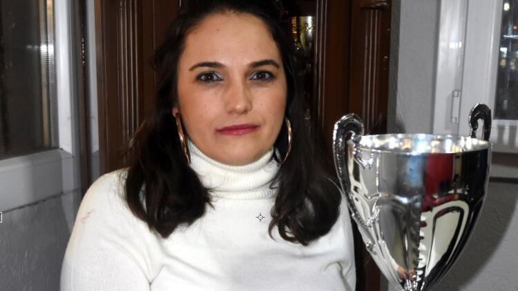 İzmir futboluna kadın başkan! İki çocuk annesi Selma Kazanç kulüp başkanı oldu