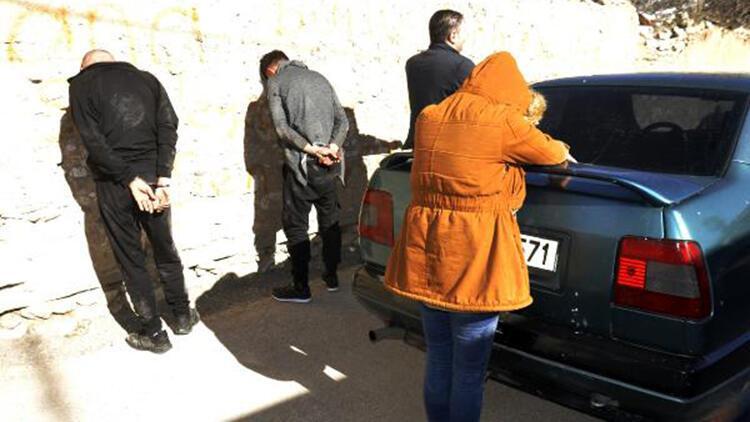 Uyuşturucu ticareti şüphelileri kovalamaca sonucu yakalandı