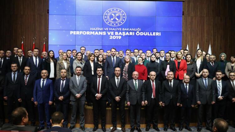 """Bakan Albayrak: Bakanlığımızdaki arkadaşlarımıza """"Performans ve Başarı Ödülleri"""" ile teşekkür ettik"""