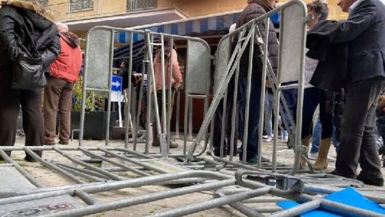 Kıbrıs'ta kapıların kapatılması protesto edildi