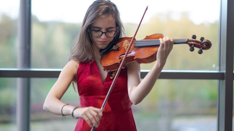 Elfida, Londra Kraliyet Müzik Akademisi'ne kabul edildi