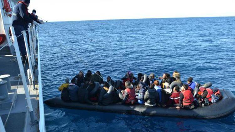 Sahil güvenlik yardım isteyen 196 göçmeni kurtardı