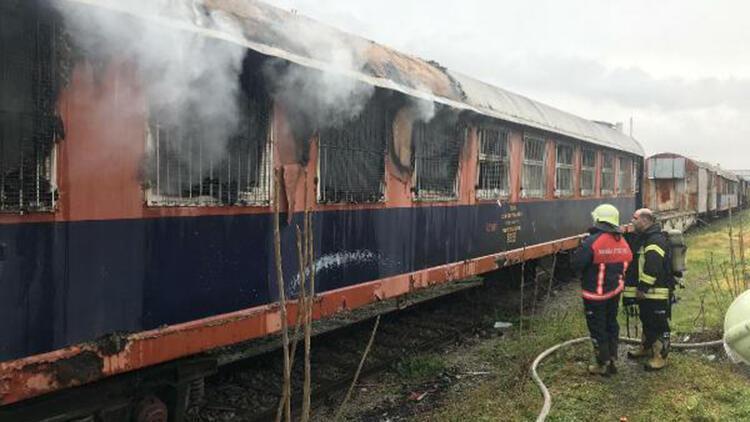 Manisa Garı'nda vagon yangını
