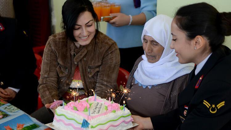 107 yaşındaki İslim nineye Dünya Kadınlar Günü sürprizi