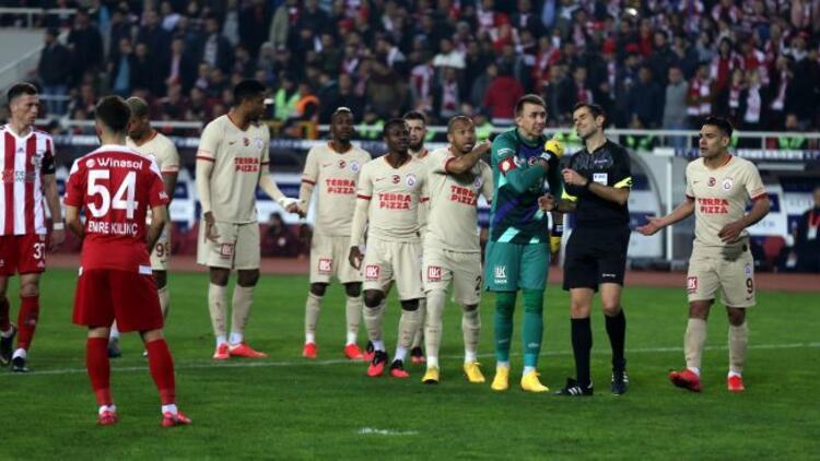 Sivasspor - Galatasaray maçında kural hatası mı var