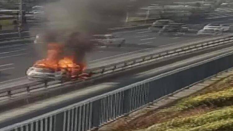 Bayrampaşa D-100'de otomobil yandı, Edirne yönünde yoğunluk oluştu
