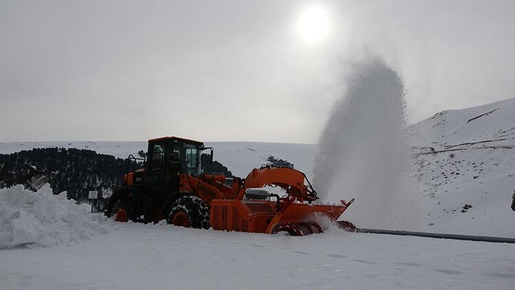4 aydır kardan kapalı yol ulaşıma açıldı