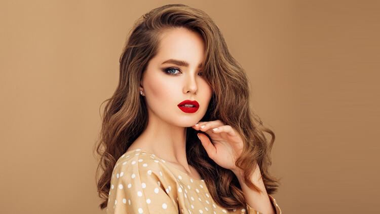 Açık Kestane Saç Rengi Kimlere Yakışır? Akar Mı? Bakımı Nasıl Yapılır?