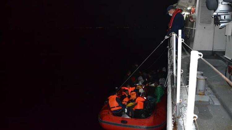 İzmir'de Türk karasularına geri itilen 125 sığınmacı kurtarıldı