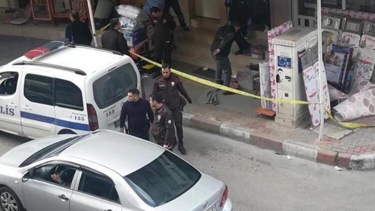 İzmir'de halı dükkanına ateş açıldı: 1 ölü