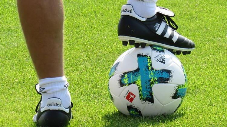 Almanya'da futbola corona virüs engeli
