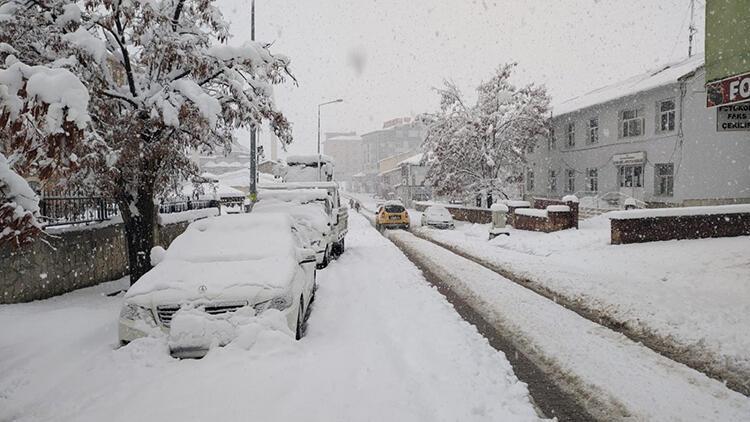 Baharı beklerken, yarım metre kar yağdı