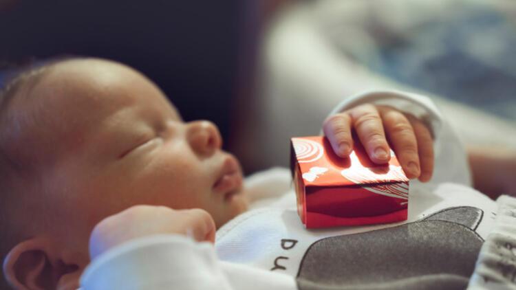 Yeni doğan bebek için en tatlı hediye sizce hangisi?
