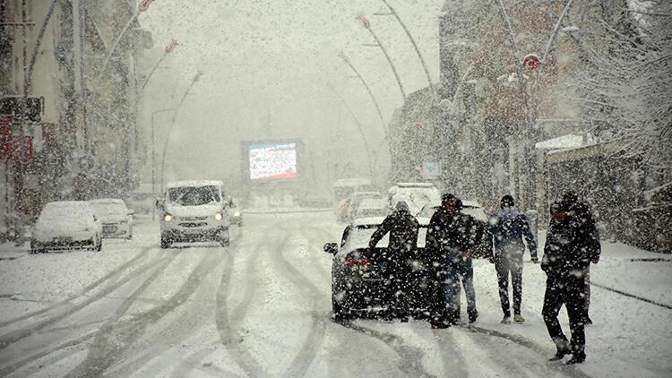 Muş'ta 35 köy yolu kardan kapandı