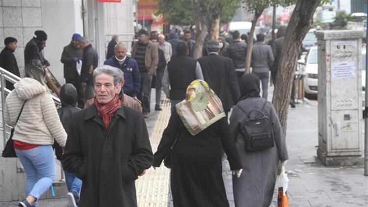 Elazığ'da vatandaşların sokakta yoğunluğu dikkat çekti