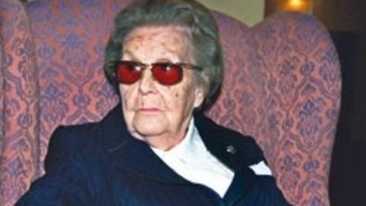 Sabiha Gökçen ölüm yıl dönümünde anılıyor - Atatürk'ün manevi kızı Sabiha Gökçen kimdir?