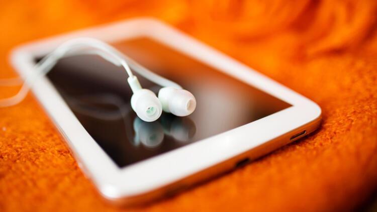 Uzmanlar uyarıyor: Koronavirüse karşı cep telefonu kulaklıkla kullanılmalı