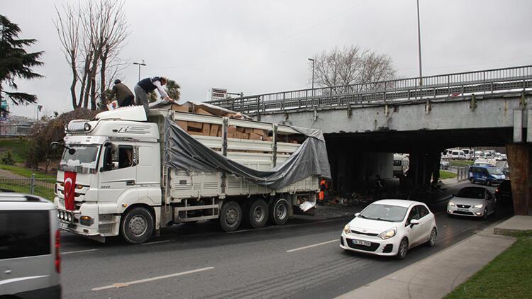 Unkapanı Köprüsü'nde trafiği kitleyen kaza