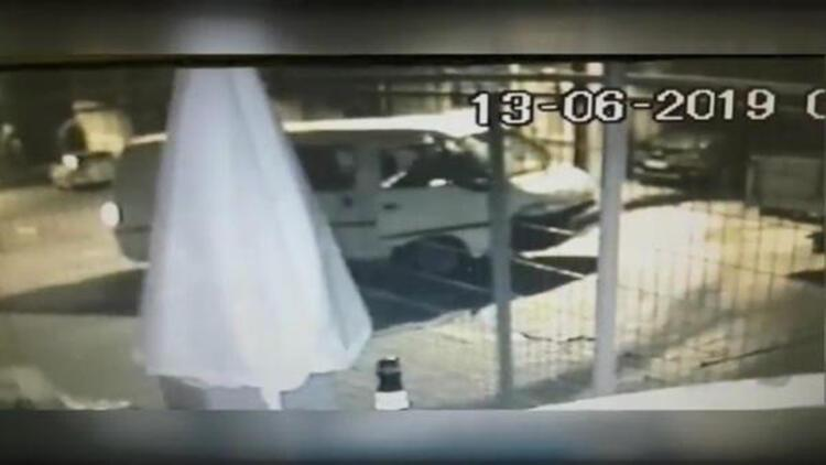 Gaziosmanpaşa'da minibüs hırsızlığı kamerada