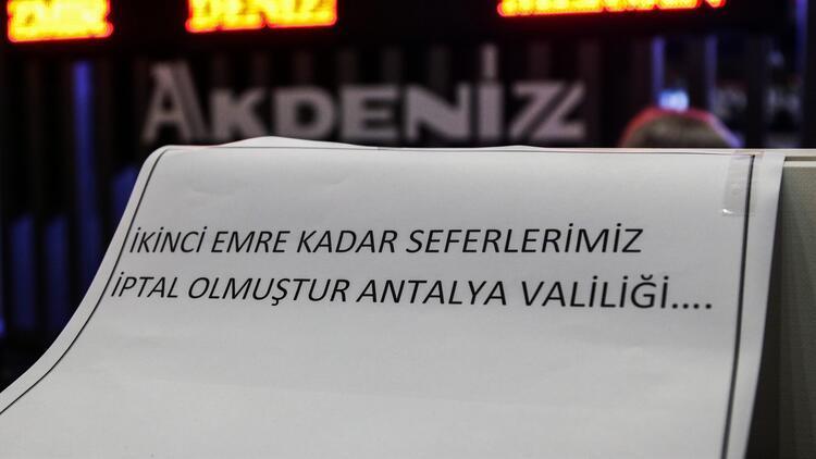 Antalya Otogarı'ndan yolcu otobüslerin çıkışına izin verilmedi