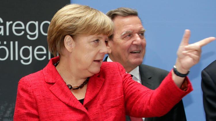 Schröder ve Merkel'e teşekkür borcu