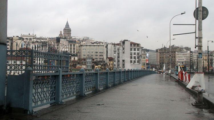 İstanbullular bu pazar sabahı dışarı çıkmadı! Her yer boş...