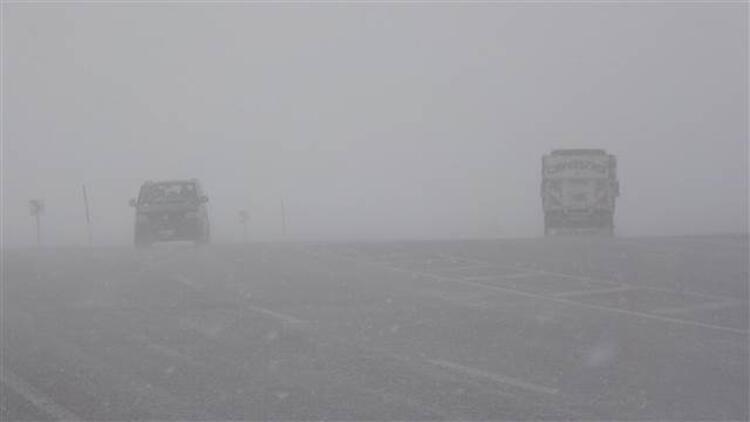 Van'da kar yağışı ve sis!
