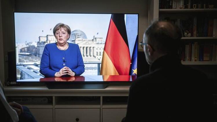 Telefonu Merkel'in yüzüne kapattı! Başbakanlık arayınca...
