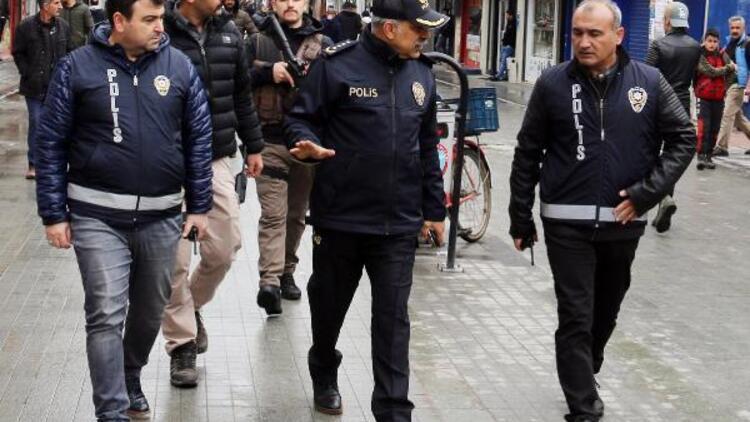 Emniyet müdürü sokak sokak gezip, halkı uyardı